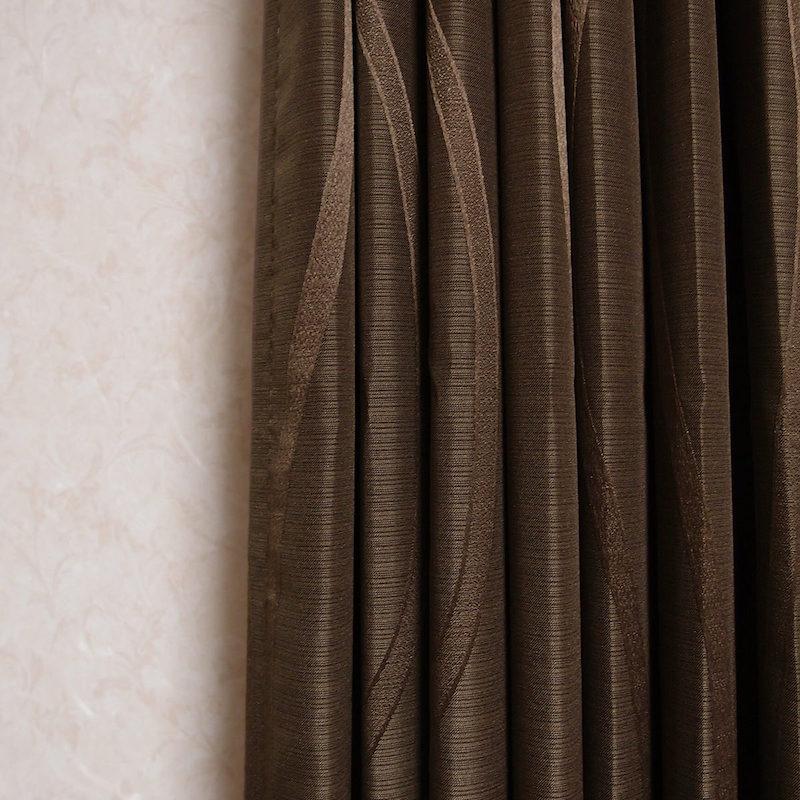 上質な生地感のシンプル曲線織り柄遮光カーテン