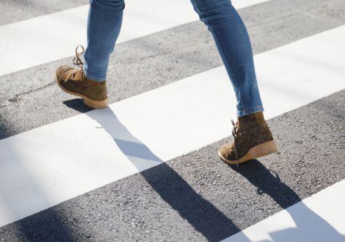 靴を履いて歩く