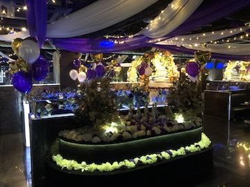 紫系店内装飾
