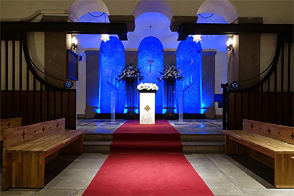 結婚式場を厳かな空間へ