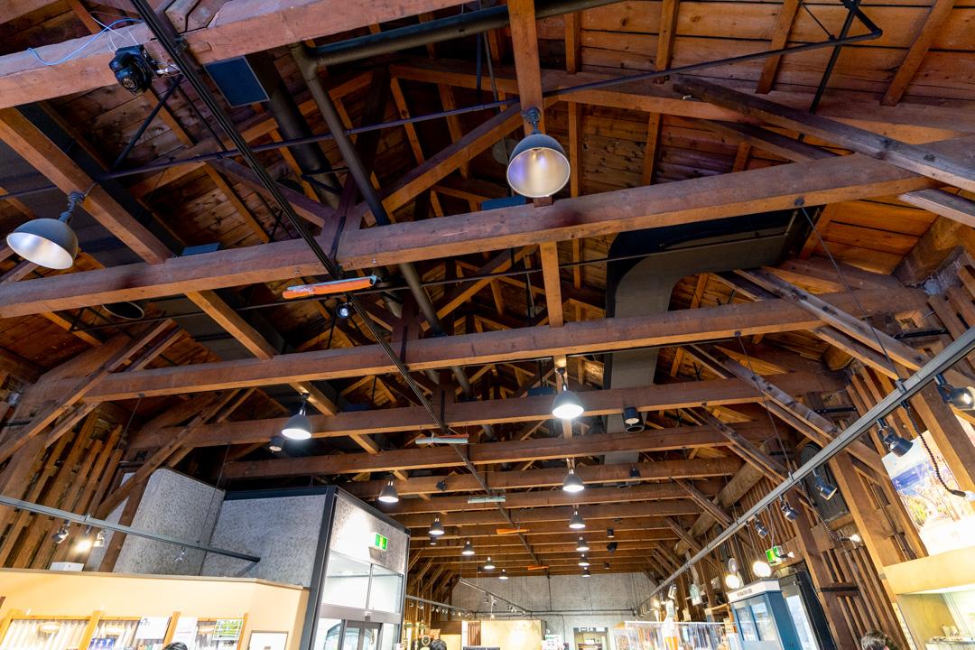 南側倉庫内部の天井梁