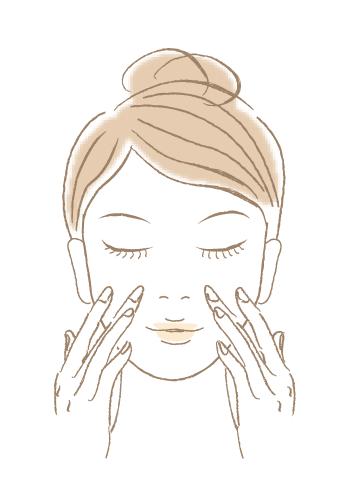 目のまわりや小鼻、ほうれい線など細かい部分にも浸透させる。