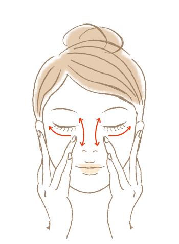 皮膚のうすい部分や気になるところには重ね塗りを。