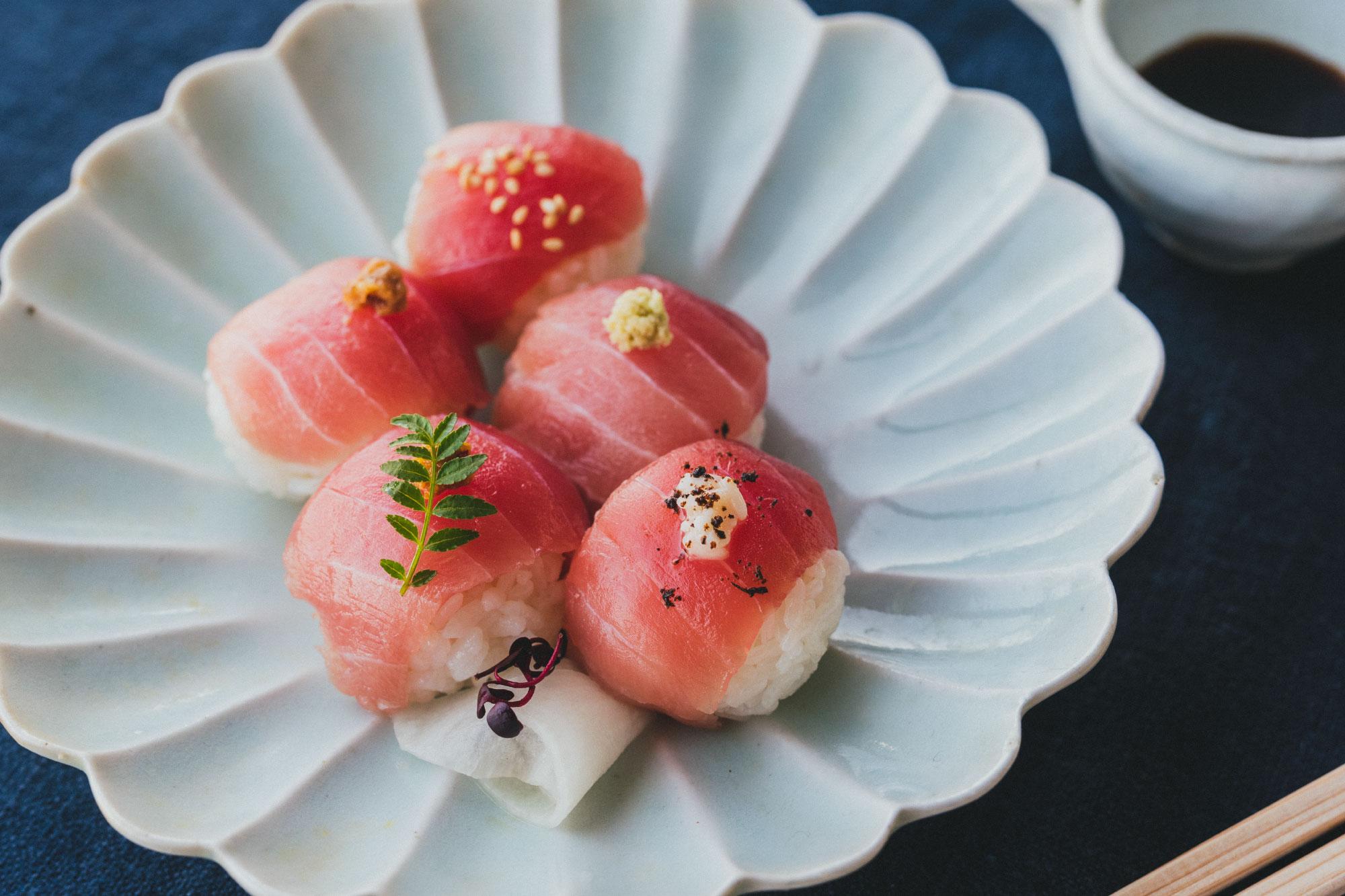 まぐろの手毬寿司
