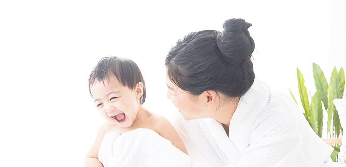 赤ちゃんと女性の写真