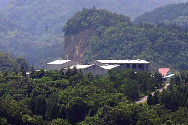 山陰の大自然に囲まれた当社最大の工場です。
