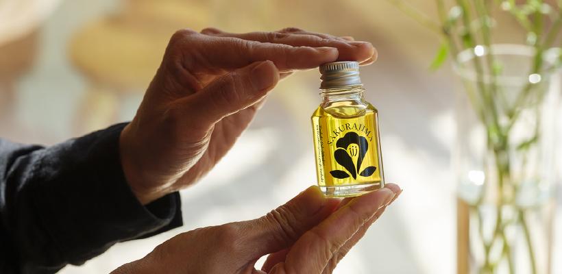 昔ながらの椿油(加熱圧搾法)